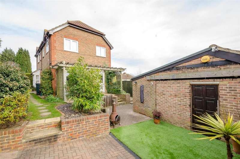 5 Bedrooms Detached House for sale in Gatland Lane, Maidstone, Kent, ME16