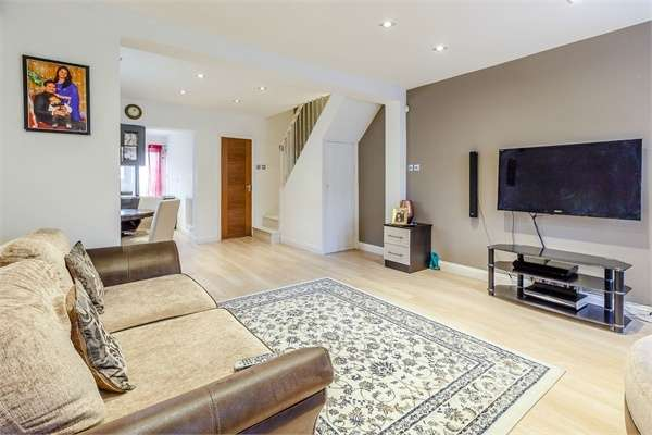 2 Bedrooms End Of Terrace House for sale in Elm Park Avenue, Hornchurch, Essex