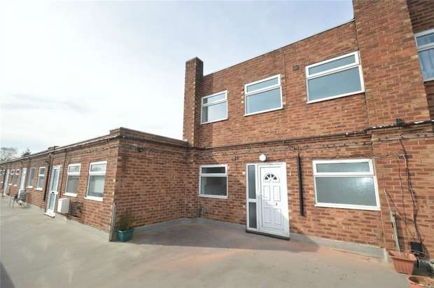 3 Bedrooms Flat for sale in Thornton Square, Macclesfield, Cheshire