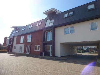 2 Bedrooms Flat for sale in Addenbrookes, Newport Pagnell, Milton Keynes, Bucks