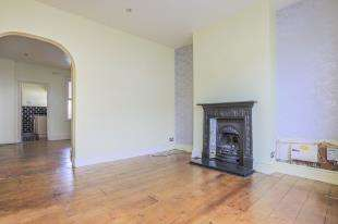 2 Bedrooms Terraced House for sale in Lawes Avenue, Newhaven, East Sussex