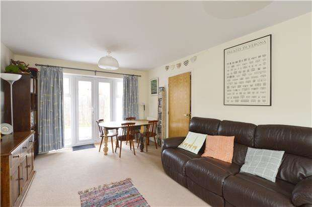 2 Bedrooms Flat for sale in Blacknall Road, ABINGDON, Oxfordshire, OX14 5HE