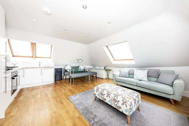 1 Bedroom Flat for sale in Leatherhead, Surrey, Uk