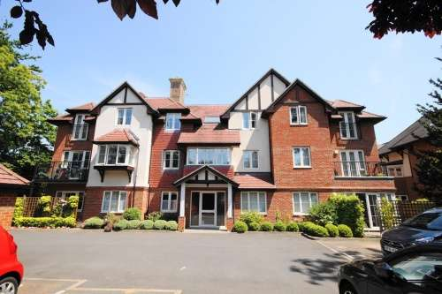 2 Bedrooms Flat for sale in Hollybrook, West Moors