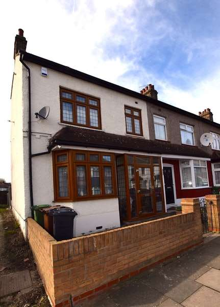 4 Bedrooms End Of Terrace House for sale in Hainault Road, Romford, Essex, RM6