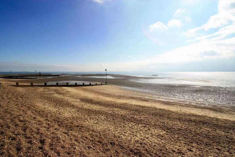 5 Bedrooms Detached House for sale in Chalkwell Esplanade, Westcliff-On-Sea