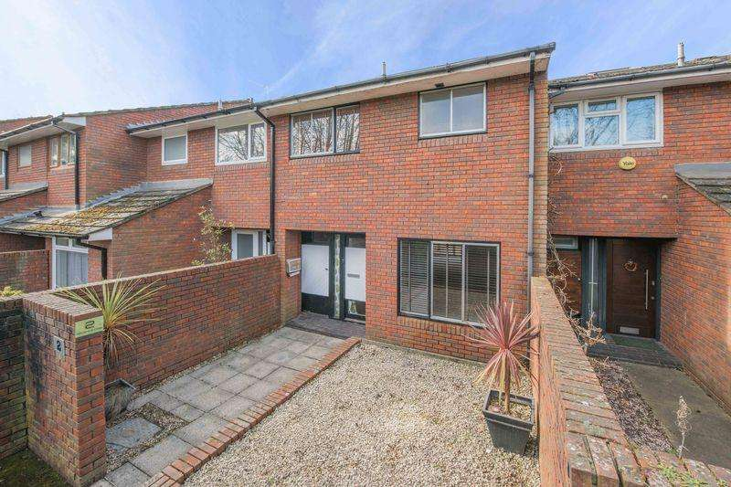 3 Bedrooms Terraced House for sale in Alexandra Close, Walton-On-Thames