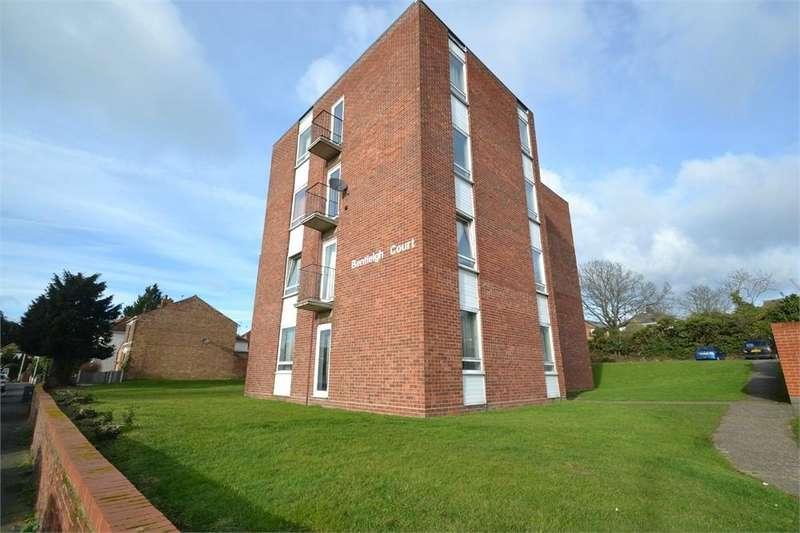 2 Bedrooms Flat for sale in Bentleigh Court, Greenstead Road, Colchester, Essex