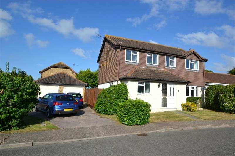 4 Bedrooms Detached House for sale in Grasmere Gardens, Kirby Cross, Frinton-on-Sea, Essex