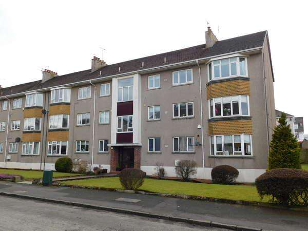 2 Bedrooms Flat for sale in Flat 113, Castle Court, 8 Kings Drive, Newton Mearns, Glasgow, G77 5JA