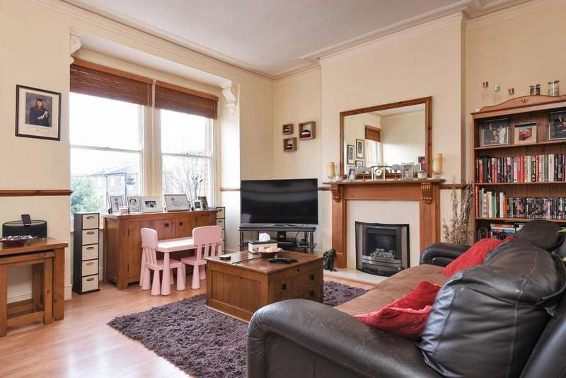 2 Bedrooms Flat for sale in Parolles Road, Whitehall Park
