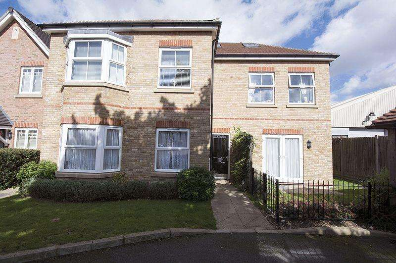 2 Bedrooms Apartment Flat for sale in Latchmere Place, Ashford.