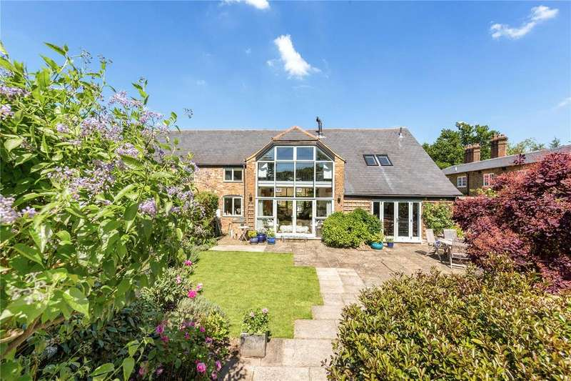 3 Bedrooms End Of Terrace House for sale in Woodcock Hill, Rickmansworth, Hertfordshire, WD3