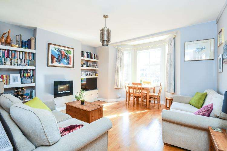 2 Bedrooms Flat for rent in Myddelton Passage London EC1R