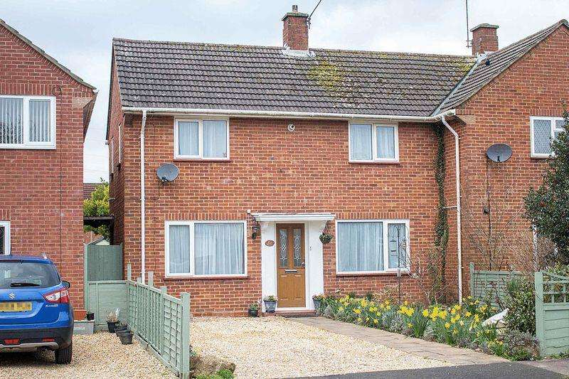 2 Bedrooms Semi Detached House for sale in Totton