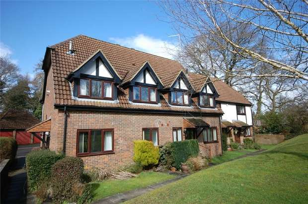 2 Bedrooms End Of Terrace House for sale in Boundstone, Farnham, Surrey
