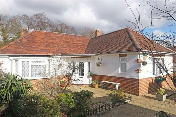 2 Bedrooms Detached Bungalow for sale in Oak Close, West Parley, Ferndown, Dorset