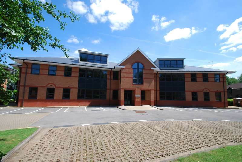 2 Bedrooms Flat for sale in Technology House, Furlong Road, Bourne End, SL8
