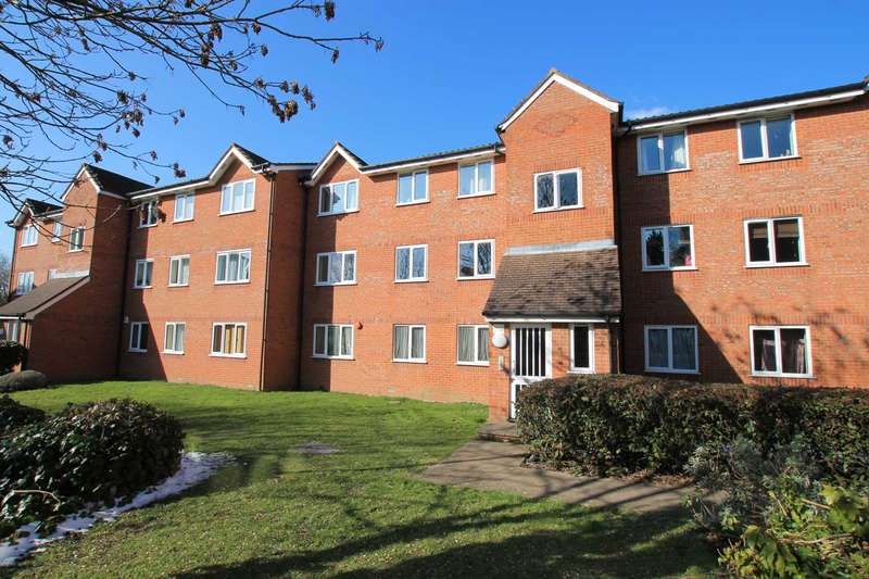 2 Bedrooms Apartment Flat for sale in Courtlands Close, Watford