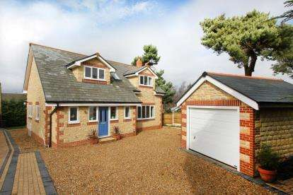 3 Bedrooms Detached House for sale in Winney Hill, Harthill, Sheffield, South Yorkshire