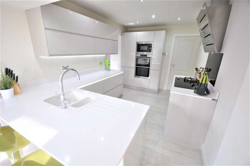 4 Bedrooms Detached House for sale in The Brooklands, Wrea Green, Preston, Lancashire, PR4 2NQ