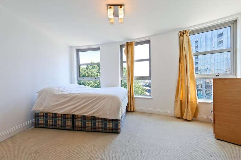 3 Bedrooms Flat for sale in Creek Road, London SE8