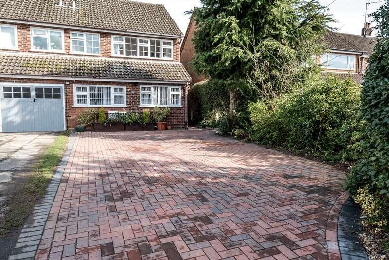 3 Bedrooms Semi Detached House for sale in Stortford Hall Park, Bishop's Stortford, Hertfordshire, CM23