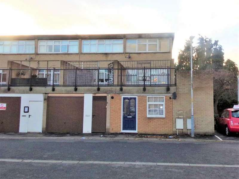 4 Bedrooms Town House for sale in Mayfield Close, Uxbridge , Greater London UB10