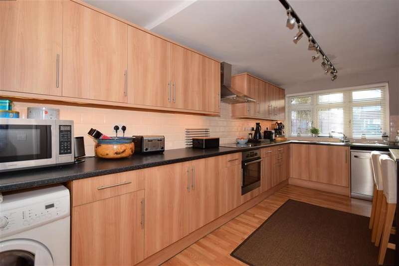 3 Bedrooms Terraced House for sale in Harewood Drive, Clayhall, Ilford, Essex