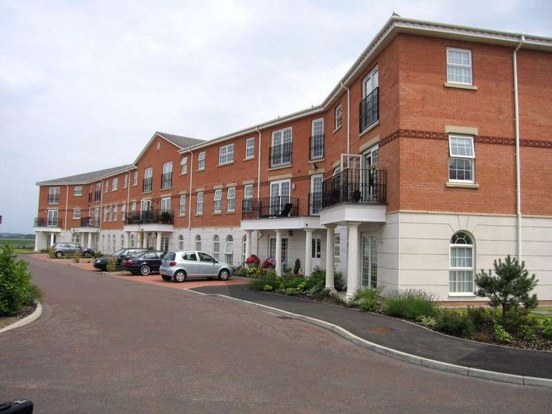 3 Bedrooms Flat for rent in New Hampshire Court, Blacksmith Row, Cypress Point, Lytham, Lancashire