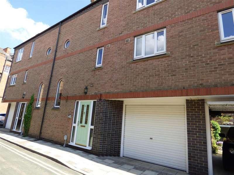 4 Bedrooms Town House for sale in Vicar Lane, Beverley, East Yorkshire, HU17 8DF