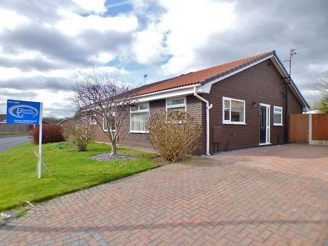 2 Bedrooms Bungalow for sale in Wren Close, Palacefields, Runcorn