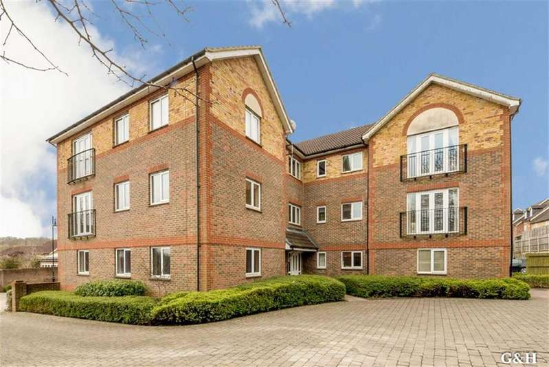 2 Bedrooms Flat for sale in Running Foxes Lane, Great Chart, Ashford