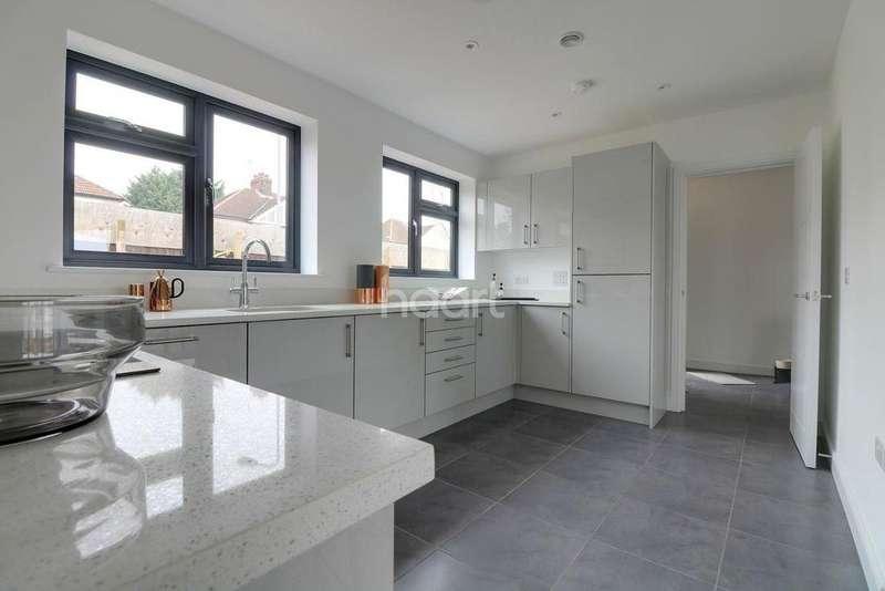 3 Bedrooms Terraced House for sale in Dunspring Lane, IG5 0UB