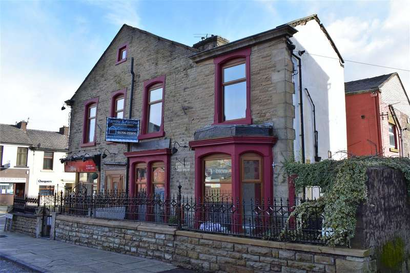 3 Bedrooms Terraced House for sale in Falcon Avenue, Darwen