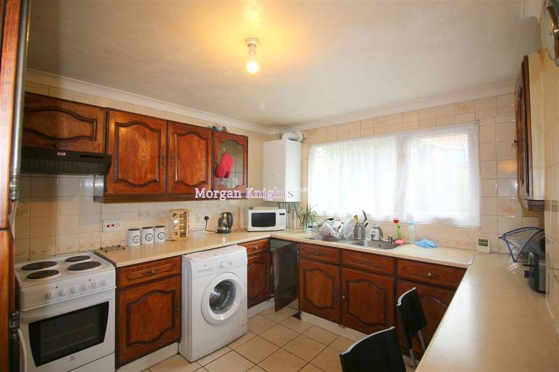 3 Bedrooms Terraced House for sale in Malmesbury Terrace, Canning Town, E16