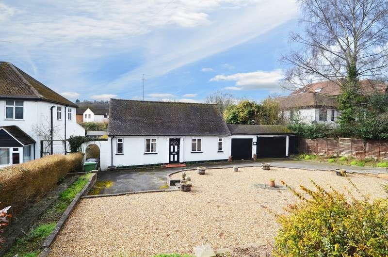 3 Bedrooms Detached Bungalow for sale in London Road, Wooburn Moor, HP10