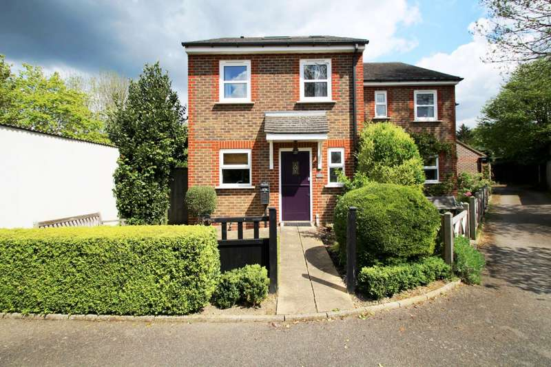 4 Bedrooms Semi Detached House for rent in Doods Road, Reigate