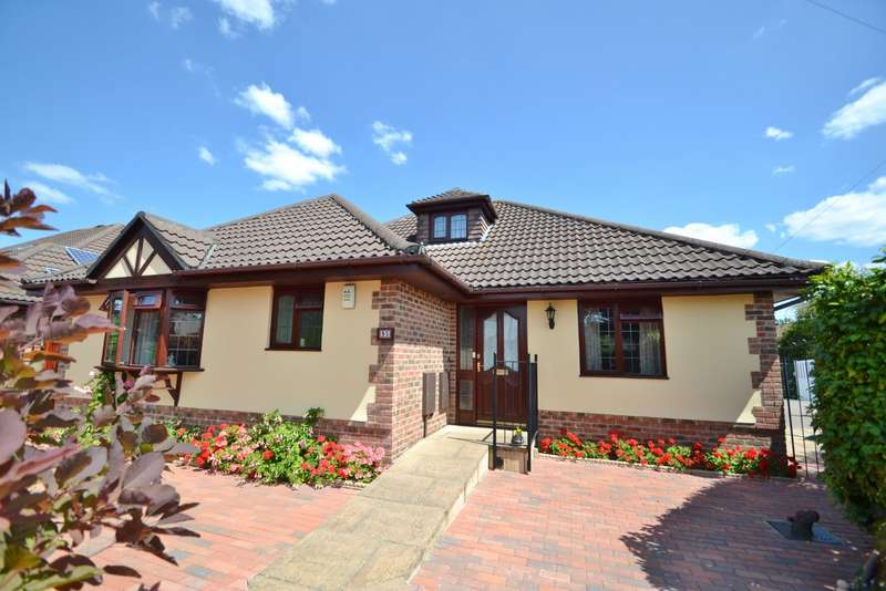 3 Bedrooms Bungalow for sale in West Moors