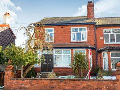 4 Bedrooms Semi Detached House for sale in Mottram Old Road, Hyde, Greater Manchester, United Kingdom