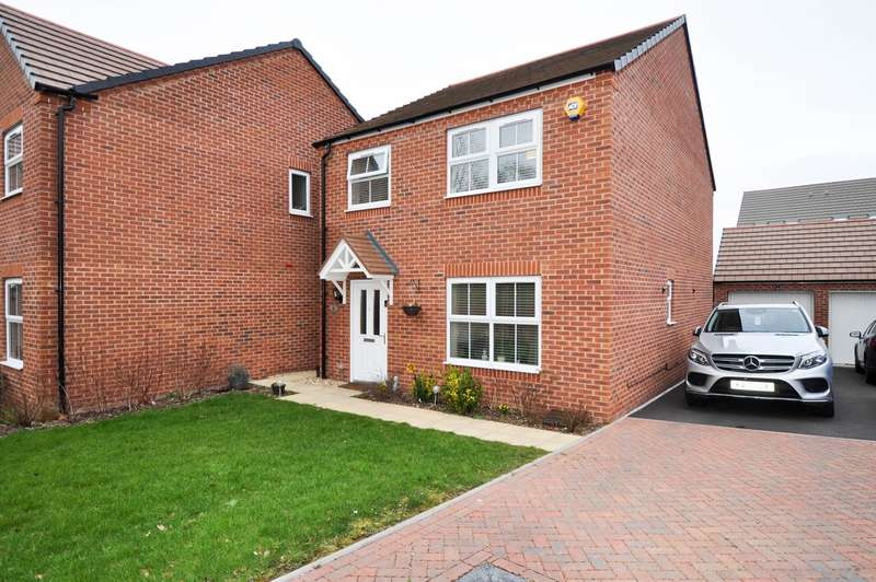 4 Bedrooms Detached House for sale in Hatton Close, Redditch, B98