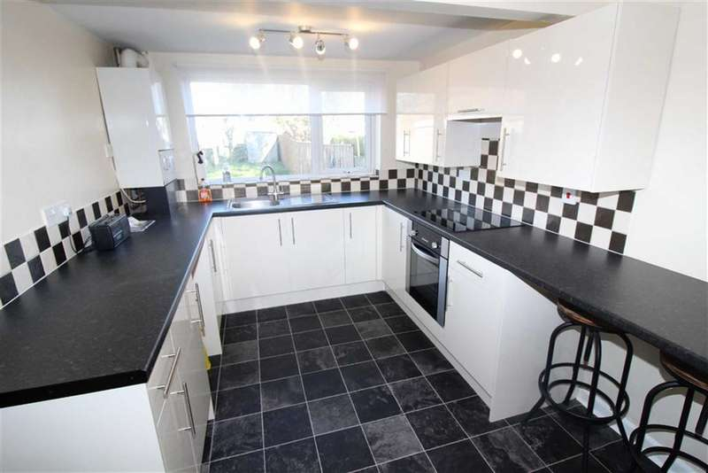 3 Bedrooms Terraced House for rent in Ferndale Road, Swindon, Wiltshire