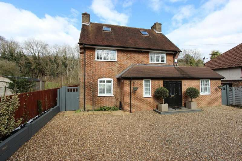 4 Bedrooms Detached House for sale in Outwood Lane, Chipstead