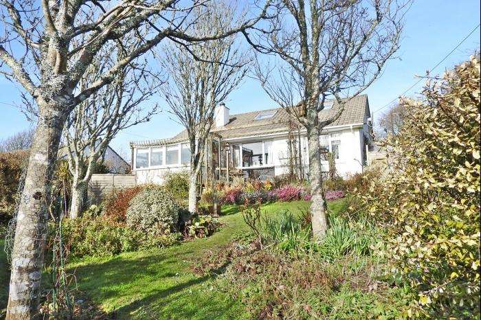 3 Bedrooms Bungalow for sale in BREA MOR, TRESOWES HILL, ASHTON, TR13
