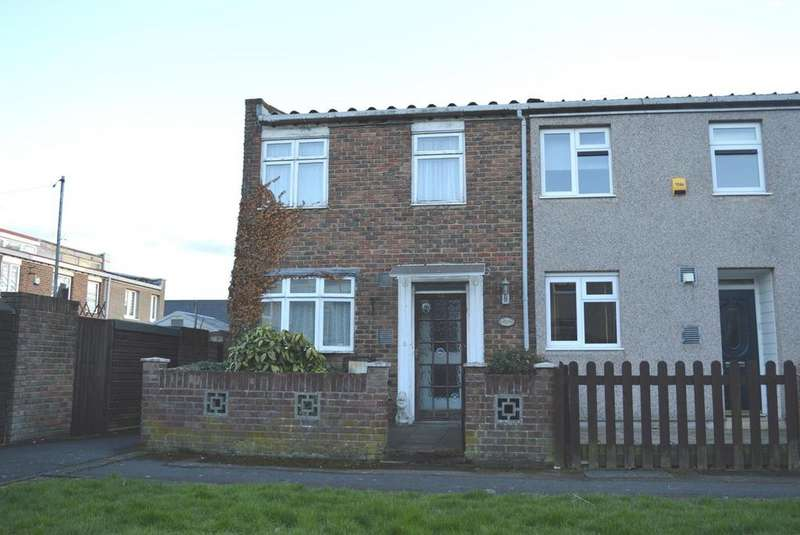 3 Bedrooms End Of Terrace House for sale in Bellflower Path, Harold Hill, Romford, RM3