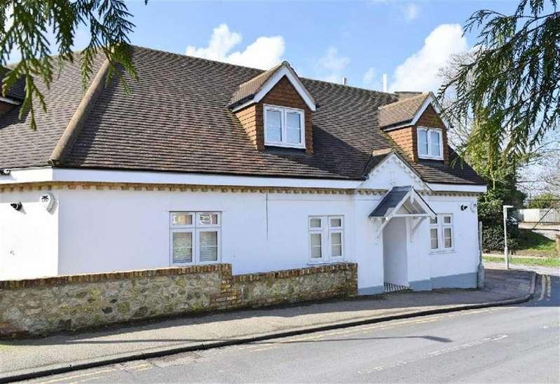 3 Bedrooms Semi Detached House for sale in Hillingdon Avenue, Sevenoaks, TN13