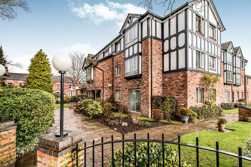 1 Bedroom Flat for sale in The Crescent, Cheadle, SK8