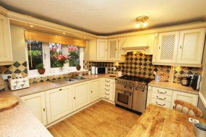 3 Bedrooms Semi Detached House for sale in Shakespeare Crescent, Dronfield, Derbyshire
