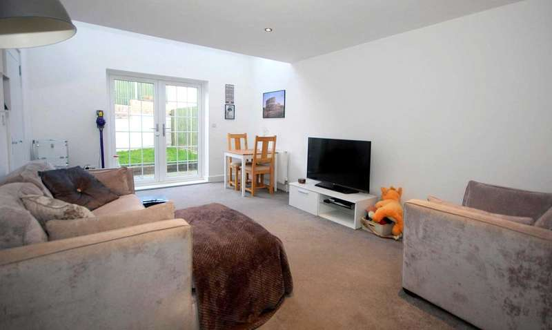 2 Bedrooms Bungalow for sale in GROUND FLOOR maisonette with GARDEN and DRIVEWAY with NO CHAIN in HP1.