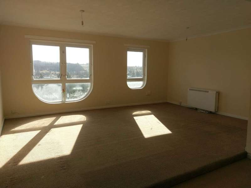 2 Bedrooms Flat for rent in Millcroft Road, Glasgow